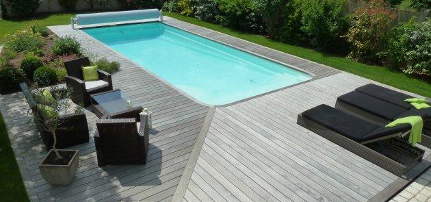 CB ébénisterie réalise votre terrasse en bois autour de la piscine