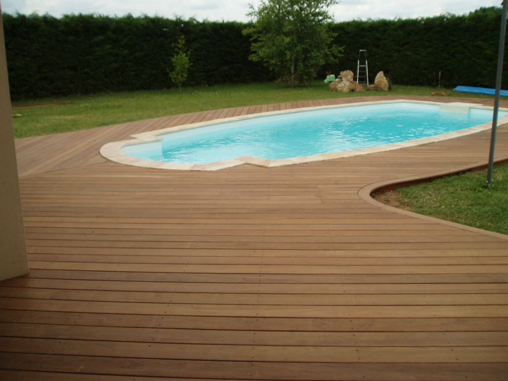 Terrasse bois bord piscine diverses id es for Amenagement plage piscine