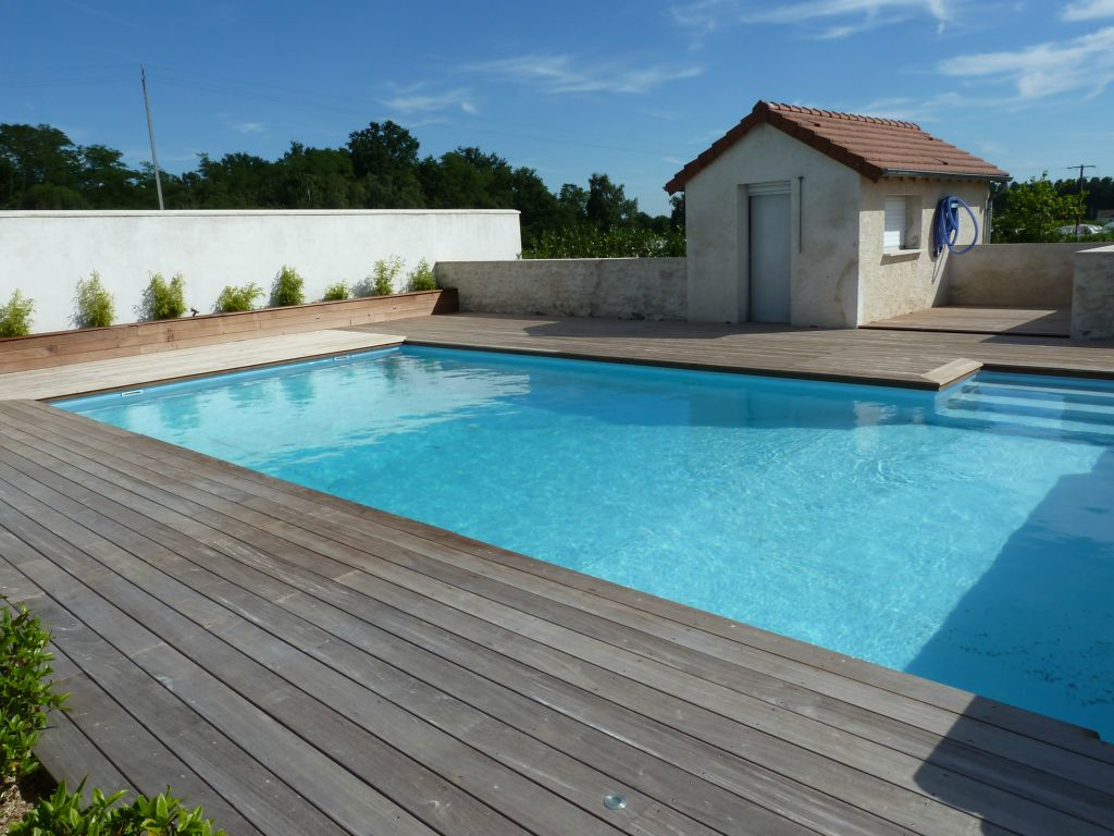 Bardage bois ext rieur am nagement ext rieur bois for Idee tour de piscine